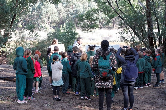 Schoolkids from Buxton Public school at Lake Couridjah learning about lake hydrology