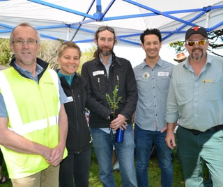Kevin Seymour (Sutherland Shire Council), Liza Schaeper (OEH), Dr Trevor C Wilson (Royal Botanic Gardens and Domain Trust), Ian Radosavljevic and Michael Wood (OEH)