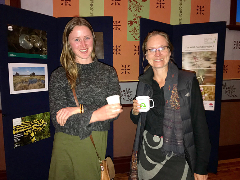 Courtney Young (Corowa Landcare) and Dieuwer Reynders (OEH) at the Brolga Breeding Habitat Guide launch