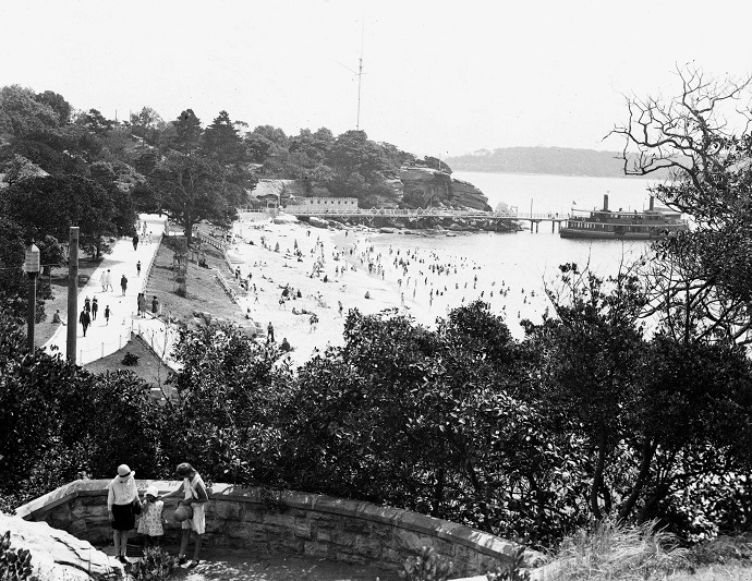 Black and white image of the Nielsen Park beachfront 1929