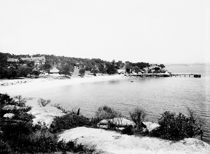 Black and white image of Nielsen Park beach in 1916