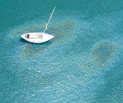 Yacht leaking oil into the ocean